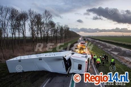 27mrt2015_Vrachtwagen op zijn kant N305 Zeewolde_0676