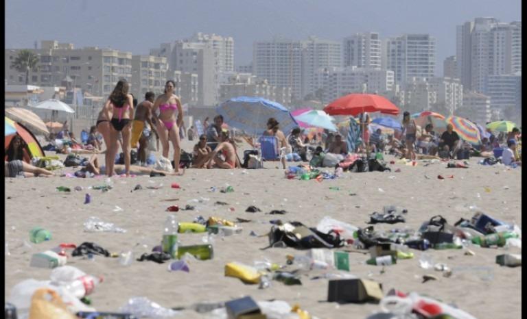 En Chile, multarán a quienes dejen basura en la playa