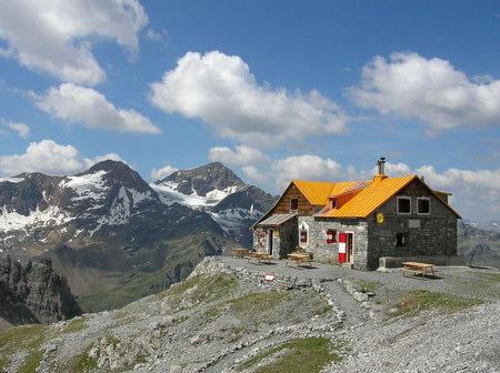 Rifugio Quinto Alpini Bertarelli in Val Zebr