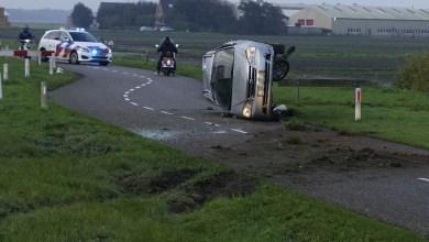 Photo of Auto over de kop op N9
