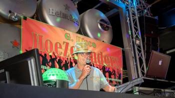DJ Aad zet de tent op zijn kop (DHfoto)