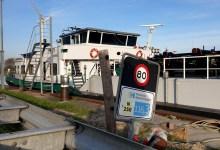 Photo of Vastgelopen schip weer losgetrokken