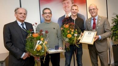 Photo of Redders onderscheiden door burgemeester Nobel
