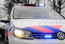 Photo of Man rijdt twee politieauto's aan