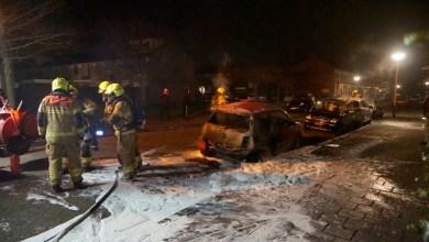 Photo of Twee auto's branden volledig uit in de Schooten