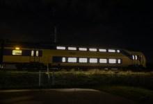 Photo of Trein staat stil op spoorbrug