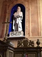 Statue de Saint-Antoine dans l'église