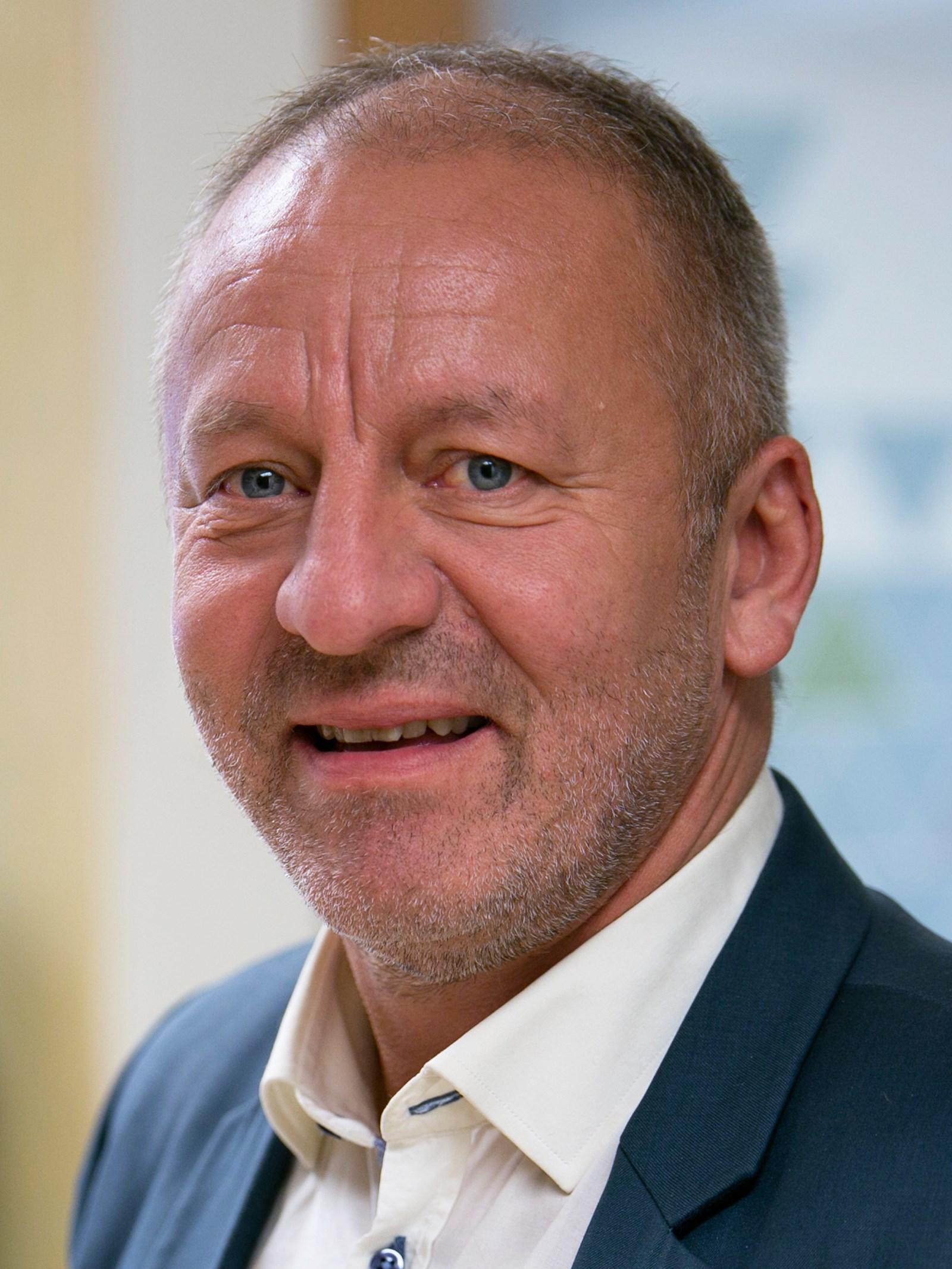Fiskeri Og Sjømatminister Geir Inge Sivertsen