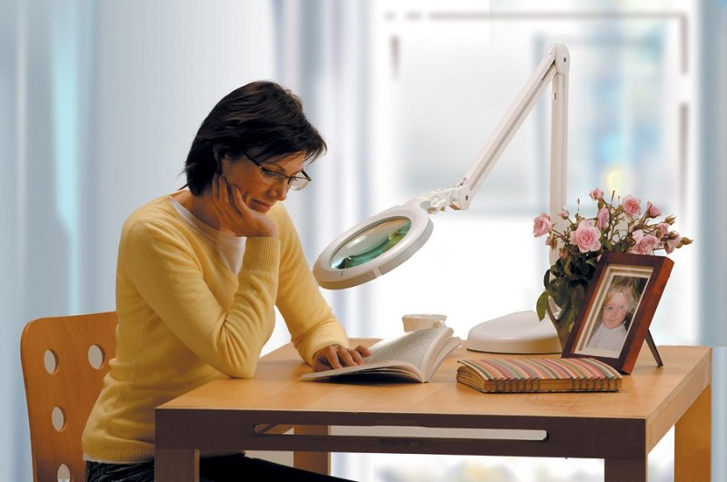 The 5 Best Magnifying Lamps