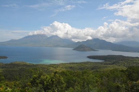 Indahnya Pemandangan Dari Pelataran Eputobi Dengan Latar Belakang Pulau Konga
