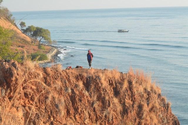Menikmati Panorama Alam Dan Indahnya Sunrise Di Pantai Bani