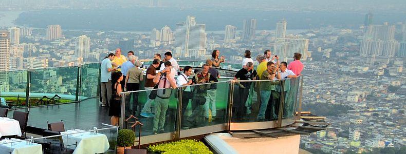 Zwei Türme von Bangkok: vornehm vs. verlassen