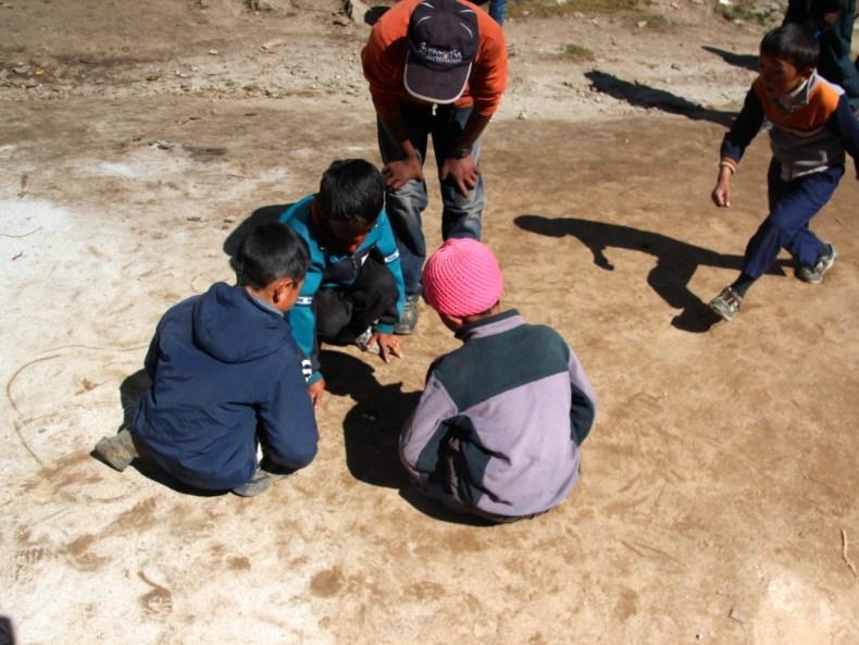 Migräne, Akklimatisation und Kikeriki im Bauch – von Namche Bazaar nach Khumjung