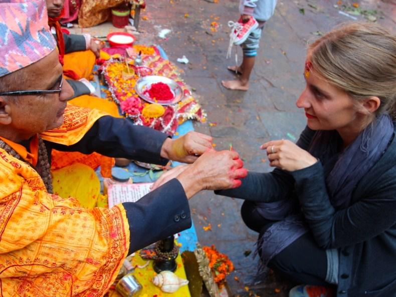 Blut, Qualm und Taschendiebe –in den Tempeln der Hindus erleben wir das Opfer-Fest Dashain