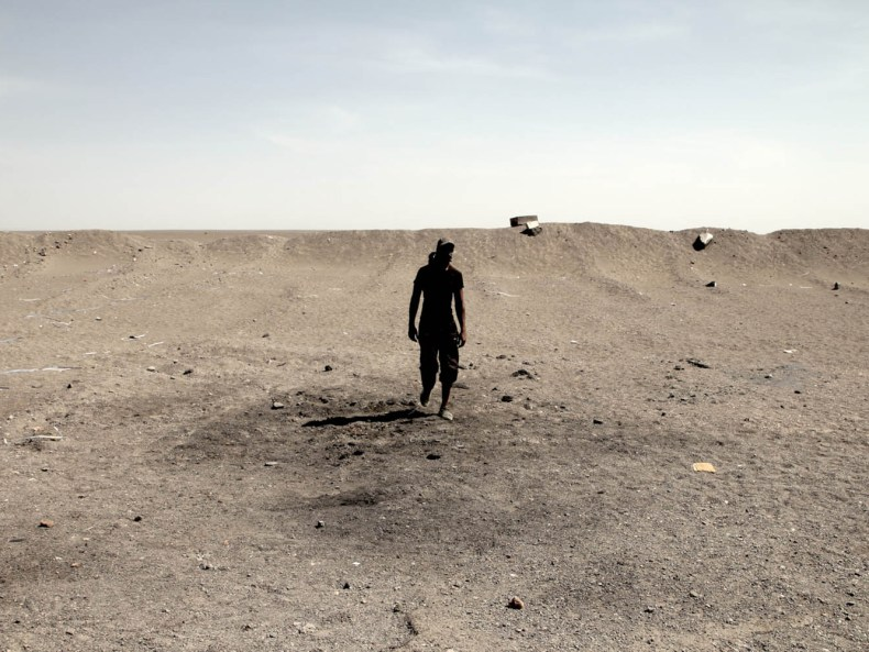 Eine Grenzwanderung: Unterwegs auf Militärtrucks und Datteln