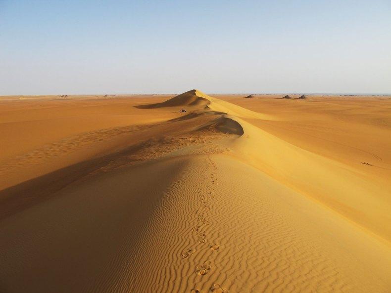 Ägyptens Wüste: Sand und Skulpturen