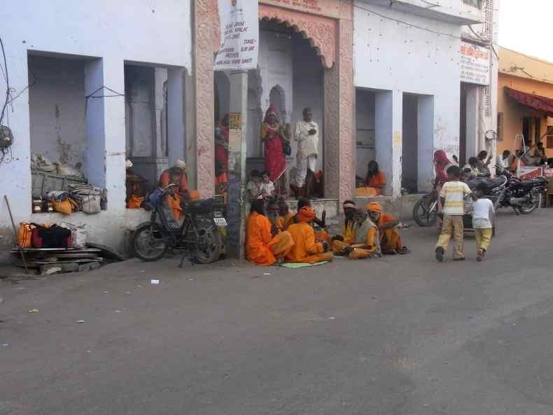 """Weil """"Heilige Männer"""" auf Indiens Straßen wandeln"""