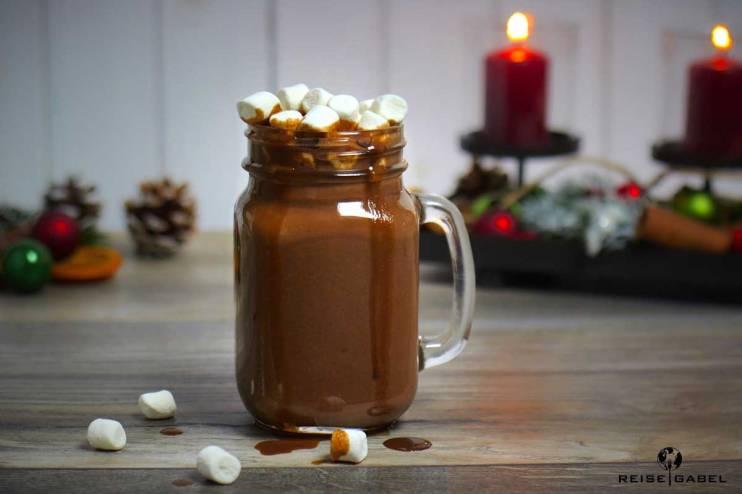 heisse-schokolade-mit-marshmallows-und-chai-sirup-2