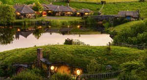 Hobbit-Feeling in Hobbiton in Neuseeland (F: Hobbiton™ Movie Set, www.hobbitontours.com)