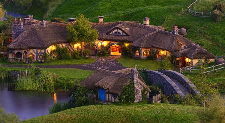 Hobbit-Feeling in Hobbiton in Neuseeland (F: Hobbiton™ Movie Set, www.hobbitontours.com)