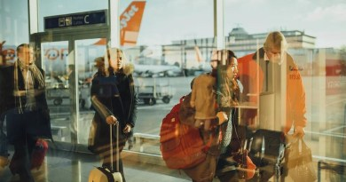 Verbraucher Reisende im Flughafen