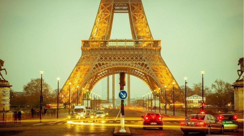 Paris_Eiffelturm_abends