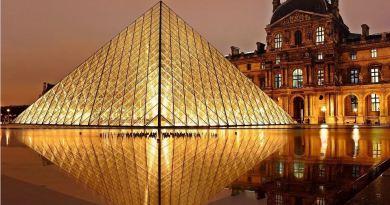 Paris_Louvre_Goldenes_Licht