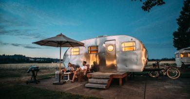 Campingplatz mit Wohnwagen
