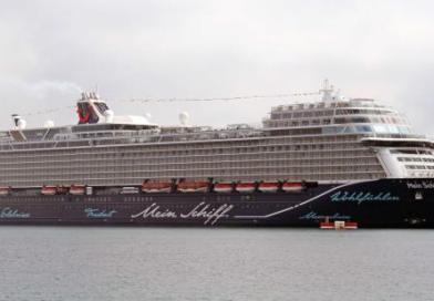 Das erste Kreuzfahrtschiff se…