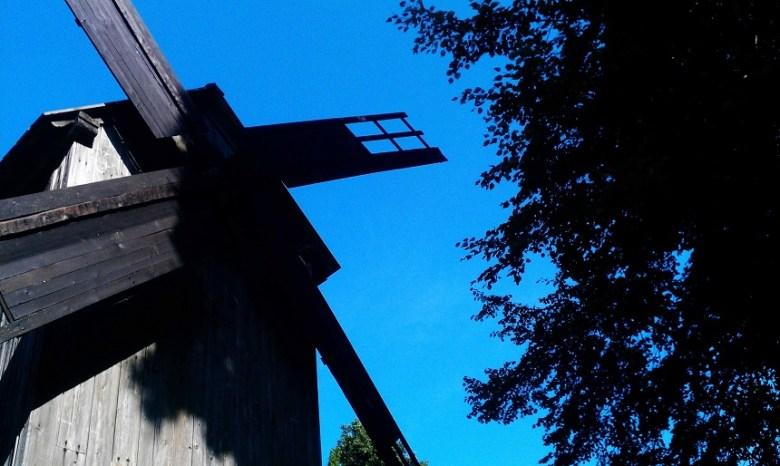 """Nicht nur hier, auch beispielsweise auf der Insel """"Muhu"""" finden sich vieler solcher alten Mühlen."""
