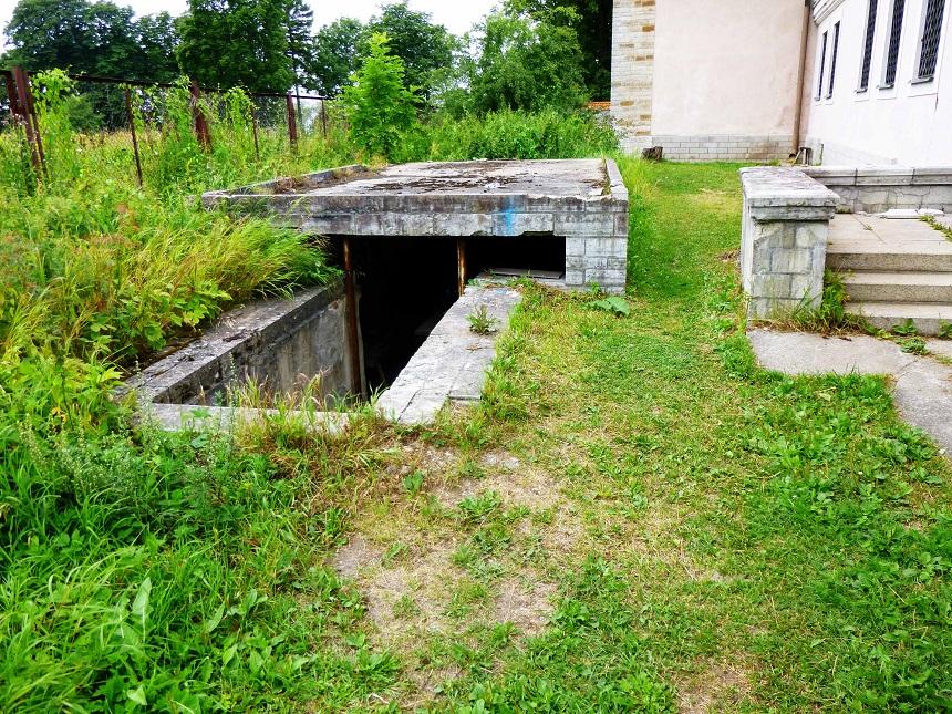 Na? Was mag da unten wohl sein? In Estland weiß man nie, was hinter der nächsten Ecke auf einen warten mag...