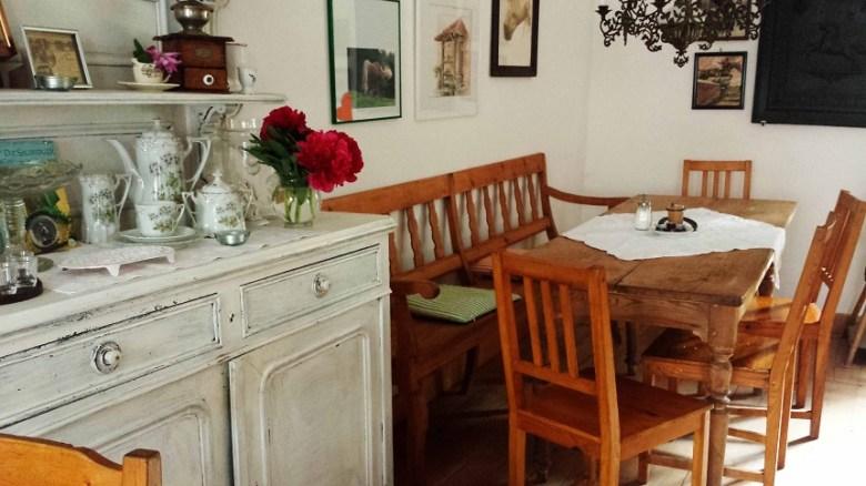 Kleines Landhausrestaurant. Und wer genau hinsieht, entdeckt in allen Ecken Pferdedeko...
