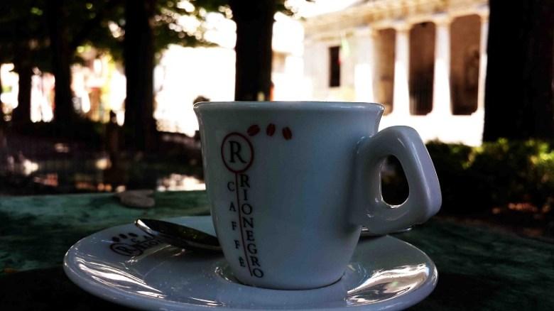 Espresso auf der Piazza