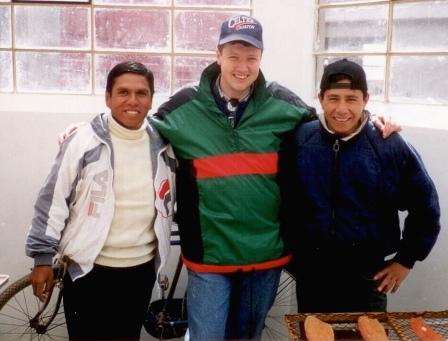 von links: Ingeniero Ricardo vom Fischereibetrieb ARAPA SA., Walter Grüll von Al Pescatore in Grödig und Mauricio, ein Mitarbeiter Ricardos