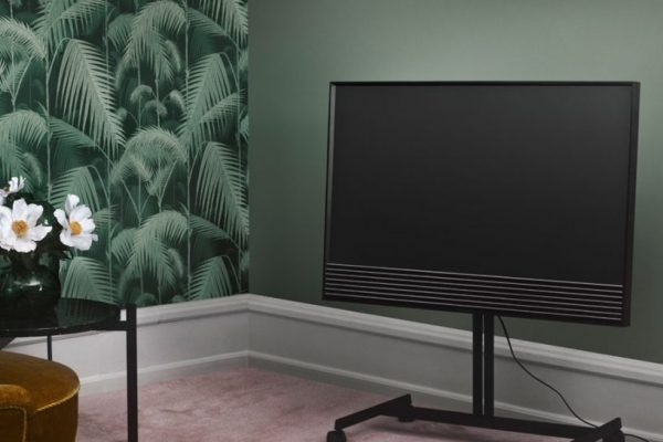beovision-50-bang-and-olufsen-red-carpet-817x1024