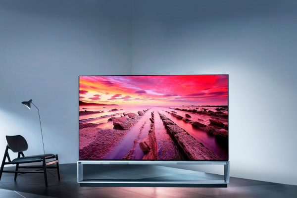 TV-SIGNATURE-OLED-Z9-04-The-Largest-OLED-Desktop_t1