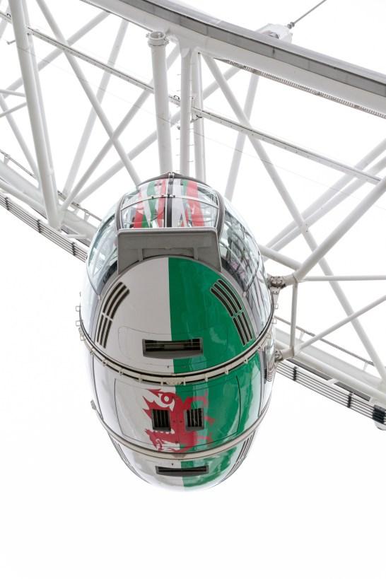 London Eye mit Flaggen - Wales