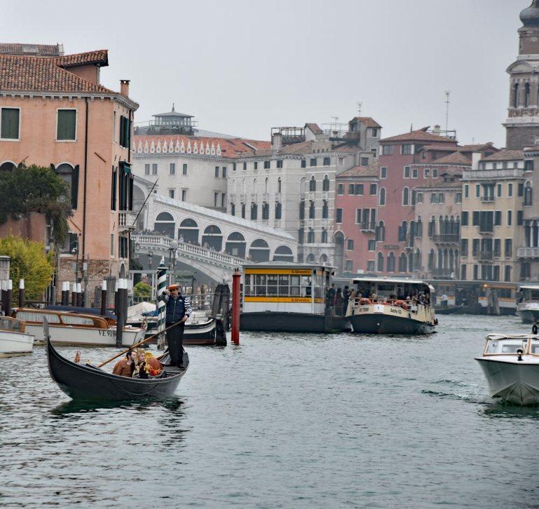Wasserverkehr in der Stadt der Verliebten