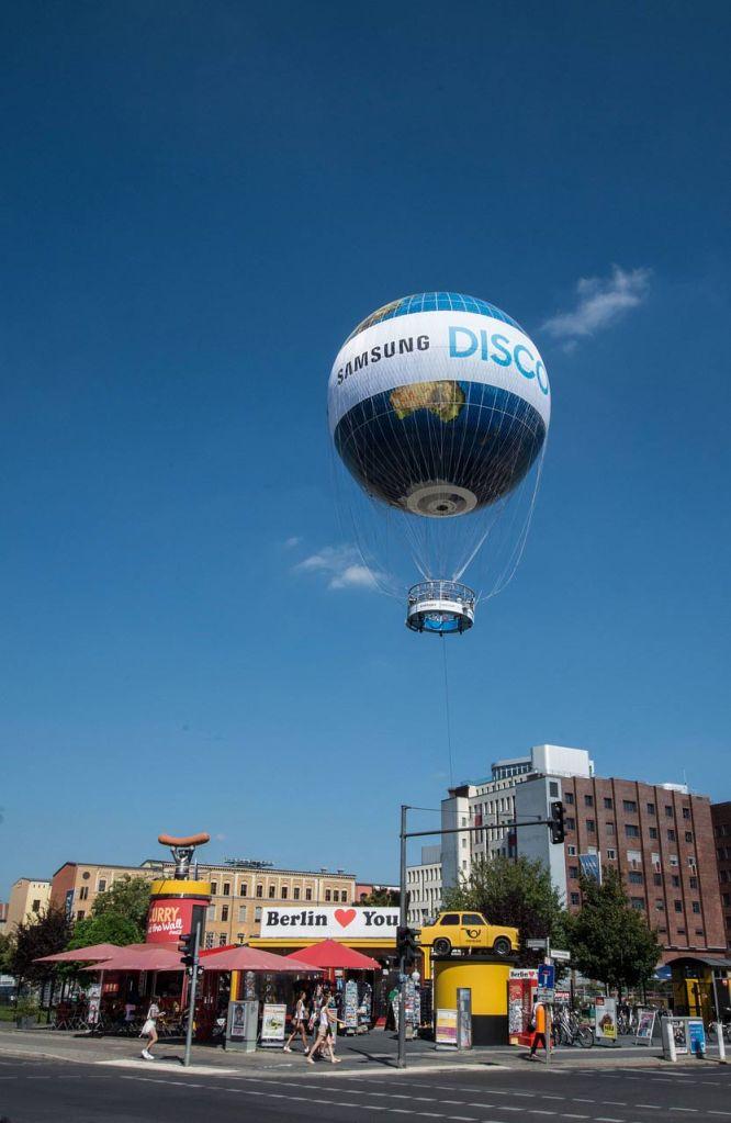 Weltballon aufsteigend