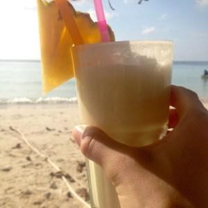 En pinba colada på stranden (i dette tilfellet Sairee Beach) er aldri feil ...