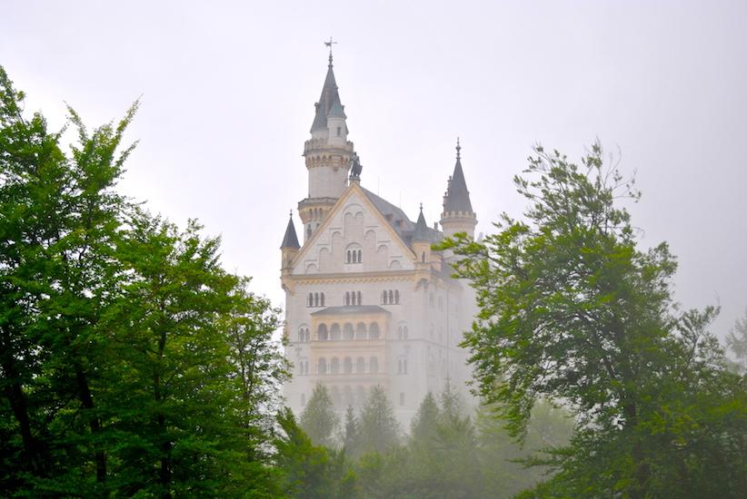 Det var dessverre ikke lov å ta bilder inne på slottet, men et lite detaljbilde av fasaden var det eneste jeg rakk før guiden dro oss videre. Kommer man noen minutter for sent til omvisningen sin, er nemlig løpet kjørt ...