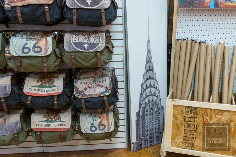 Ein kleiner Shop mit Souvenirs