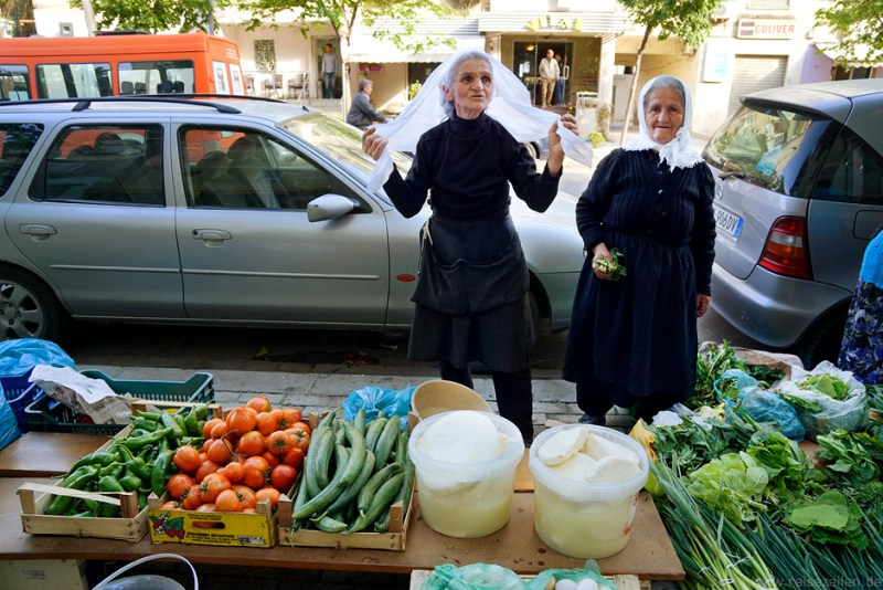 Albanien - Marktszene in Tirana - Reisen - Reisetipps - Reiseberichte