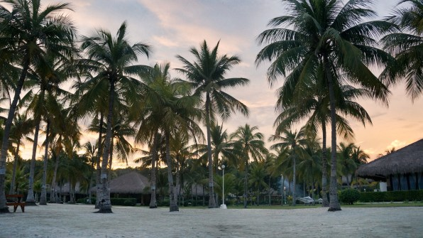 Rondreis Filipijnen: Bohol Beach Club zonsondergang
