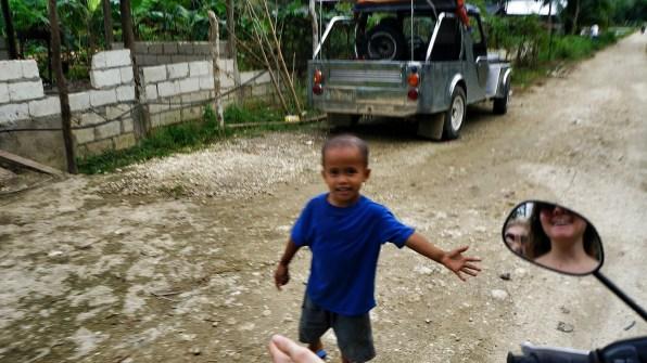 Rondreis Filipijnen: rijstvelden Bohol kind