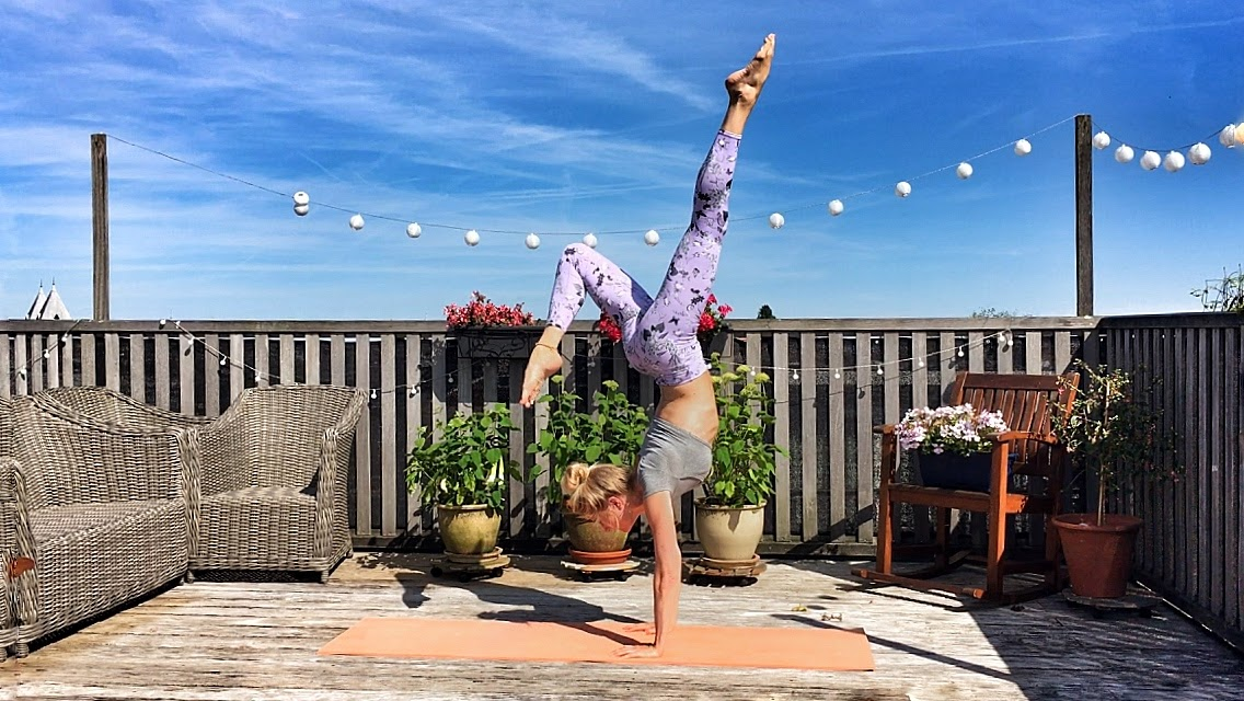 Yogakleding: yogalegging handstand