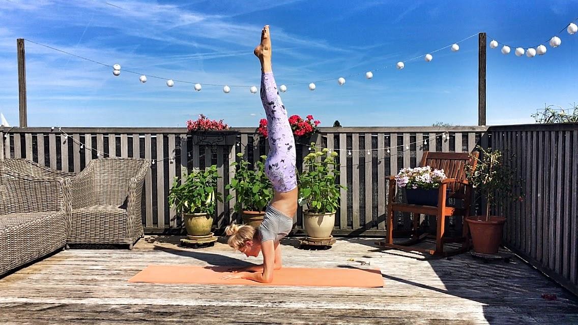 Yogakleding: yogalegging forearm balance recht