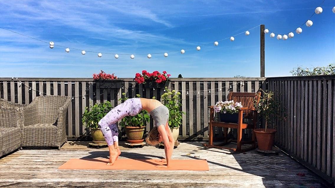 Yoga-oefeningen roadtrip: wheel pose