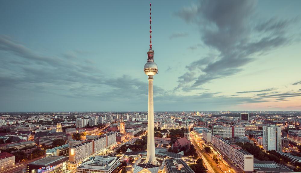 Berlin i Tyskland med fjernsynstårnet i forgrunden