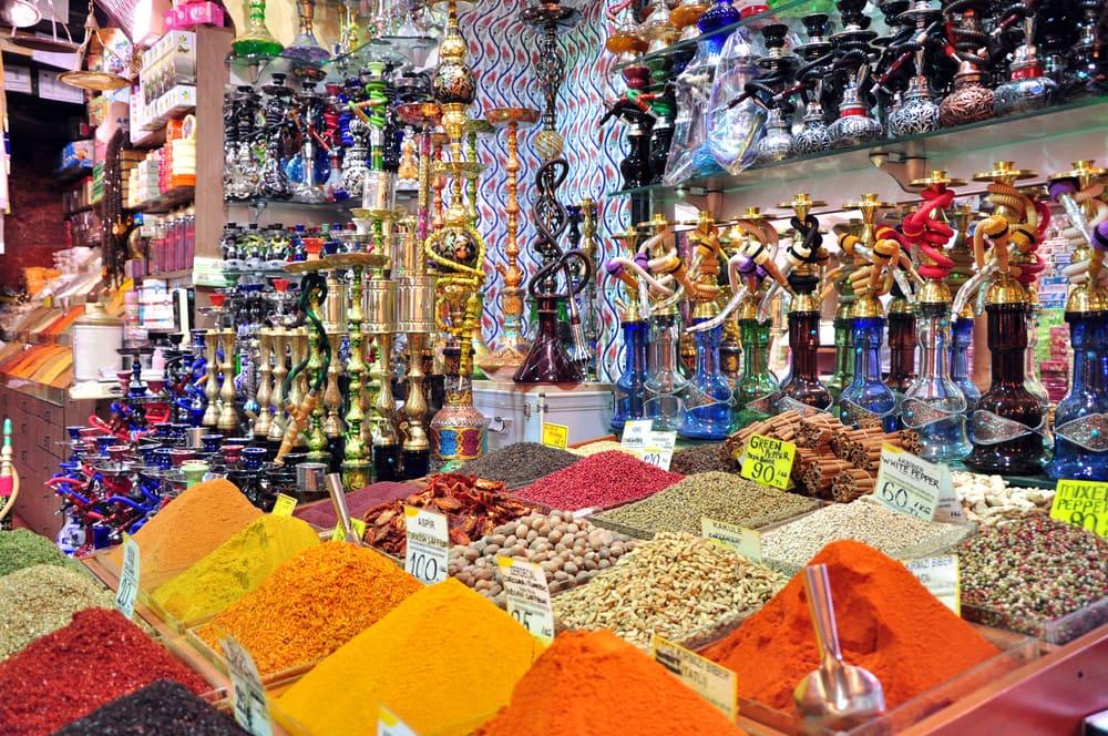 Krydderier på bazar - Istanbul i Tyrkiet